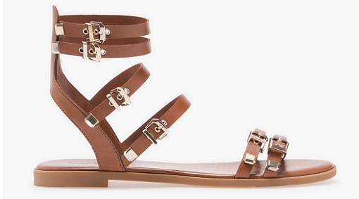 cc2810f4d Últimas tendencias en zapatos  Stradivarius cuentan con sandalias ...
