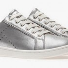Nuevos zapatos de Stradivarius: zapatillas deportivas metalizadas, blancas...