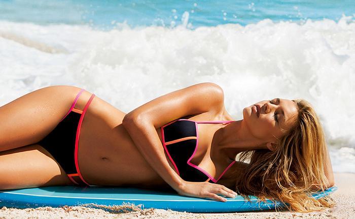 d59b21abe87 Bikinis Calzedonia 2016  Baño de tendencias con Adriana Lima ...