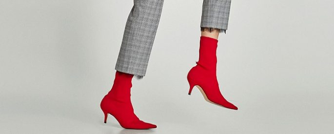 Los zapatos y botines con calcetín son tendencia (quieras o no)
